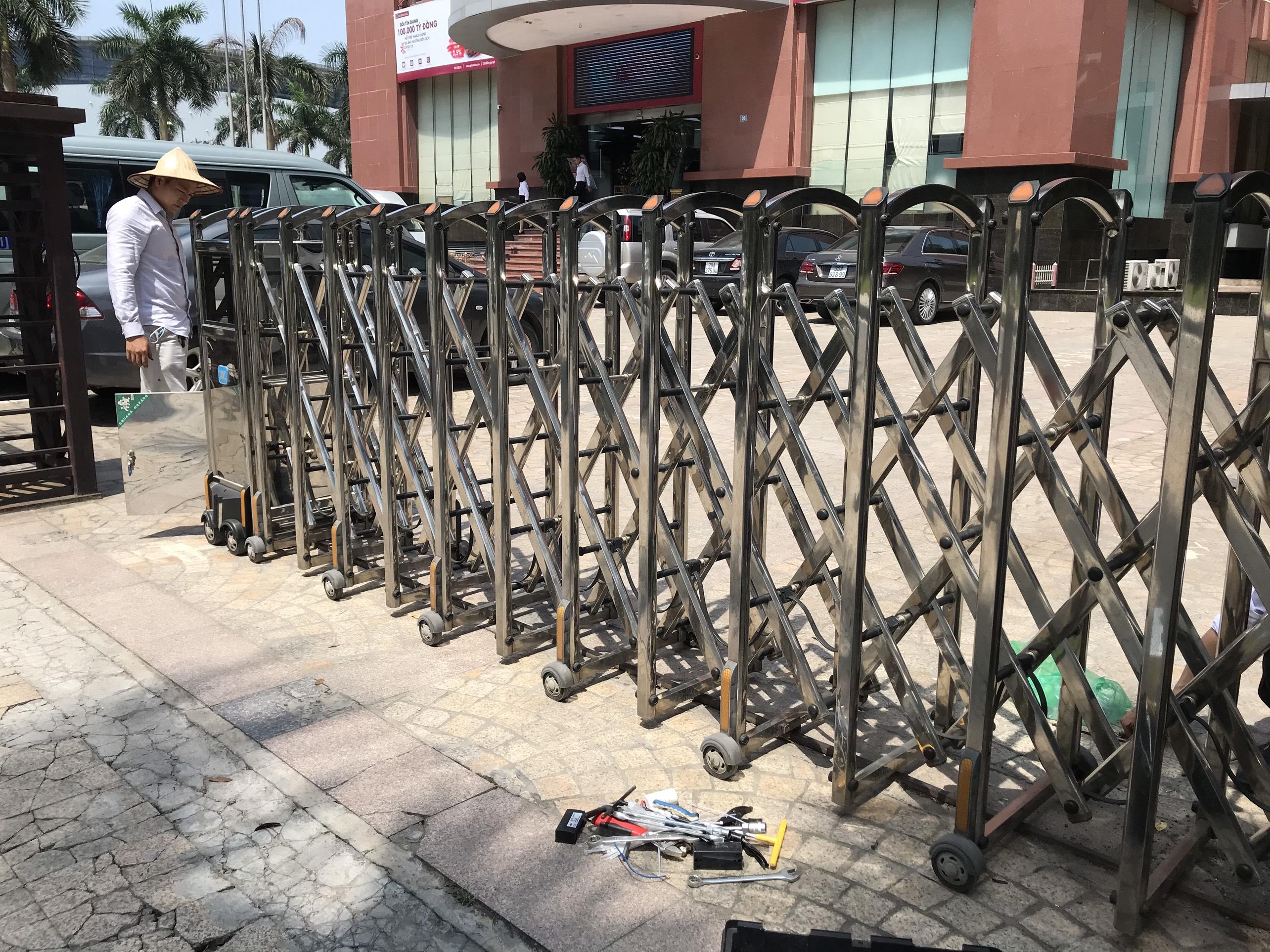 Sửa chữa cổng xếp điện inox – Mô tơ cổng xếp tự động